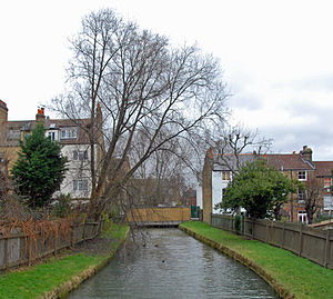 Harringay - The New River passing between the houses of the Harringay Ladder