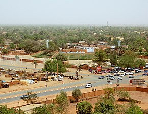 Niamey from grand mosque theatre 2006.jpg
