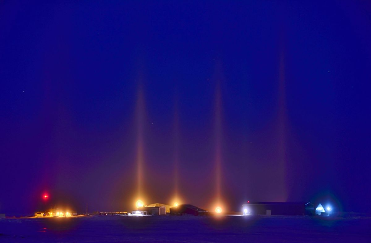 sc 1 st  Wikipedia & Light pillar - Wikipedia