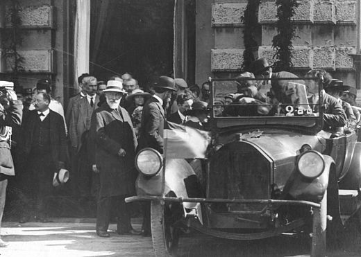 Noe Zhordania (man with white beard and wearing a white hat on the left side of the car), Prime Minister of the newly independent Georgia, attending a meeting of the refounded Second International in 1920 Noe Zhordania meets 2nd International delegation. 1920.jpg