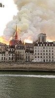Notre-Dame de Paris, Incendie 15 avril 2019 19h33.03.jpg