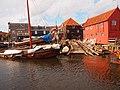 Old boat warf of Spakenburg (Netherlands 2013) (10495619443).jpg