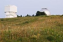 Le due cupole della stazione osservativa di Cima Ekar