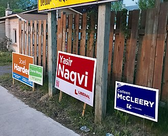 Ottawa Centre (provincial electoral district) - Election signs on Lees Avenue during the 2018 election campaign