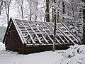 Oud schuurtje met sneeuw in park Brakkestein, Nijmegen.jpg