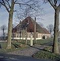 Overzicht van de voorgevel en de rechter zijgevel van de boerderij - Schermerhorn - 20384684 - RCE.jpg
