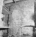 Overzicht zuidmuur van de zuid zijbeuk in de ruimte naast de toren - Batenburg - 20028334 - RCE.jpg