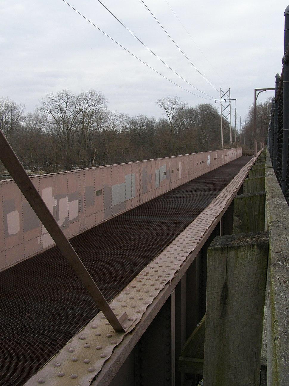 P1020153 Ottawa, IL (Il n Mi canal aqueduct)