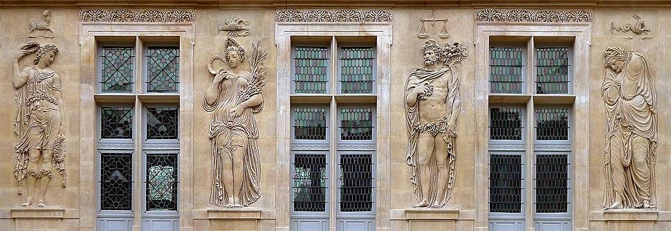P1330048 Paris III Carnavalet Goujon bas-reliefs facade rwks