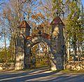 Palamuse kalmistu väravaehitis.jpg