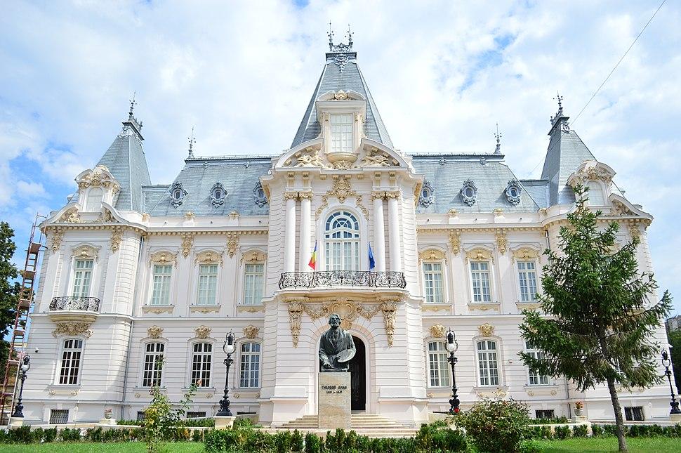 Palatul Constantin Mihail, (azi Muzeul de Artă) vedere centrală