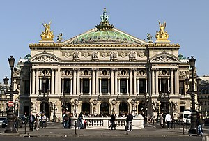파리: Paris Opera full frontal architecture, May 2009 sky