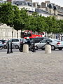 Paris Place Charles-de-Gaulle median island towards Champs-Elysées 02.jpg