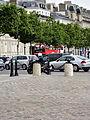 Paris Place Charles-de-Gaulle median island towards Champs-Elysées 02.jpg