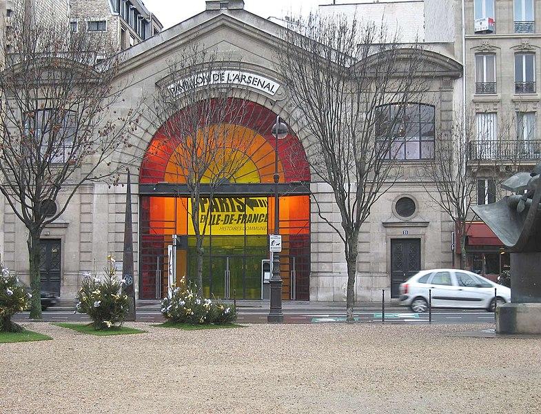Pavillon de l'Arsenal atau Paviliun Gudang Senjata merupakan pusat informasi, dokumentasi dan pameran perencanaan dan arsitektur perkotaan Paris.