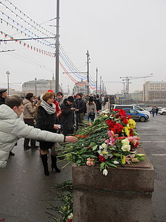 People came to the side of Boris Nemtsov's murder (2015-02-28; 15).JPG