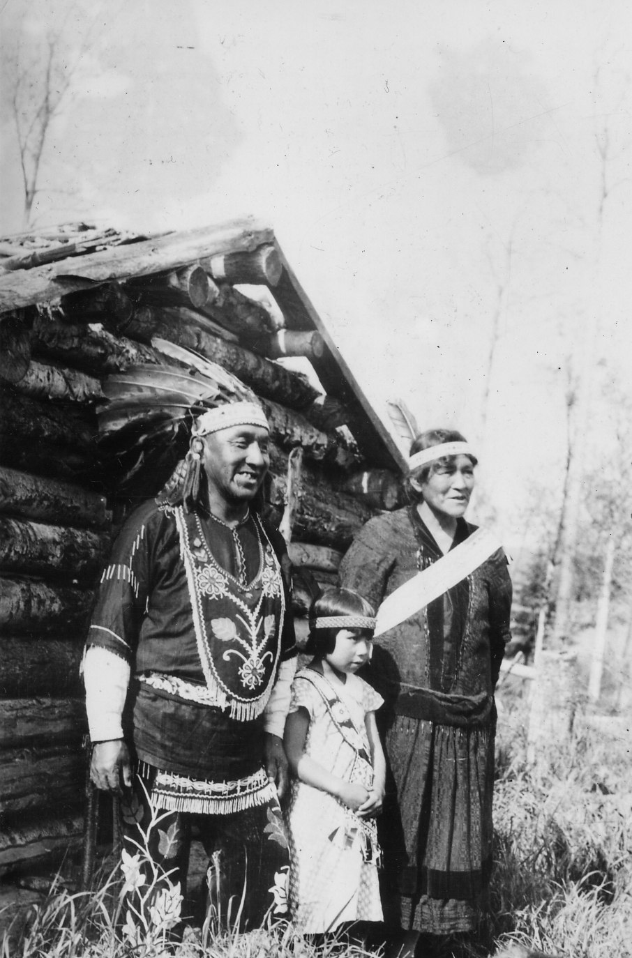 Photograph of Chief Medicine Man of Chippewa Indians Axel Pasey with His Family - NARA - 2128360