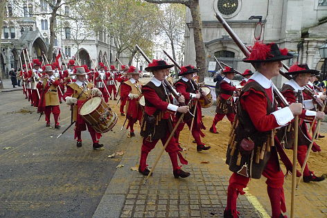 Pikemen & Musketeers at Lord Mayor's Show 2011.jpg