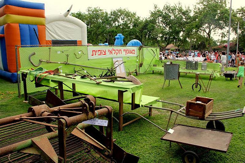 מבט כללי של תצוגת כלים חקלאיים