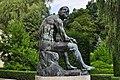 Pomnik boksera, na dziedzińcu pałacu Maltzanów.jpg