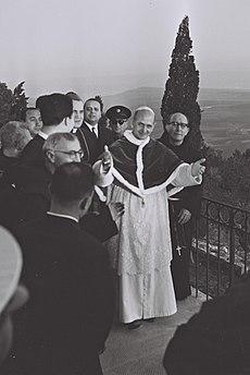Paul VI (au centre) en Israël, en 1964.