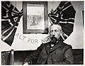 """Portrett av Roald Amundsen i """"Gjøa""""s kahytt etter at han hadde seilt gjennom Nordvestpassasjen (11704577943).jpg"""