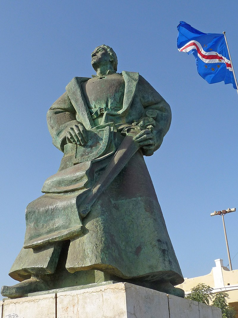 Praia-Monument to Diogo Gomes (3) (cropped).jpg