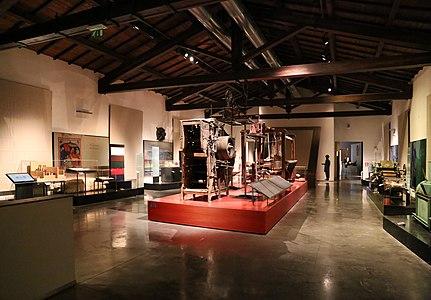 Prato, museo del tessuto, primo piano 01.jpg