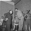 Prins Bernhard opende Surinametentoonstelling Mamio in Zwolle Prins Bernhard en, Bestanddeelnr 915-2816.jpg