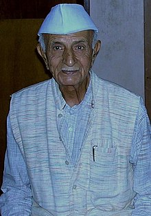 Prof PC Vaidya at his Ahmedabad residence, November 2005 (cropped).jpg