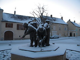 Puligny-Montrachet - A statue in Puligny-Montrachet