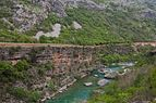 Río Moraca, norte de Podgorica, Montenegro, 2014-04-14, DD 12.JPG