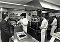 Restaurant De Bokkendoorns aan de Zeeweg. De keuken tijdens de drukte ivm het Kerstmenu. Aangekocht in 1991 van United Photos de Boer bv. - Negatiefnummer 33497 k. - Gepubliceerd in het Haarlems Dagbl.JPG