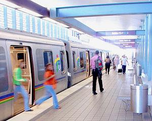 Tren Urbano - Passengers disembarking at Roosevelt Station