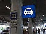 Ruzyně, letiště, terminál 2, stanoviště taxi, označení.jpg