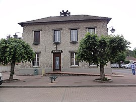 The town hall in Saclas