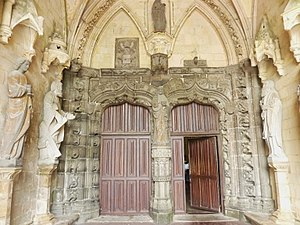Saint-Pol-de-Léon Cathedral - The south porch with a statue of Christ giving a blessing in the trumeau