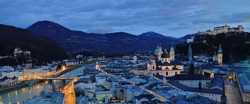 By Salzburg_-_Panorama_(nachts).jpg: Taxiarchos228 derivative work: Tomer T [FAL], via Wikimedia Commons