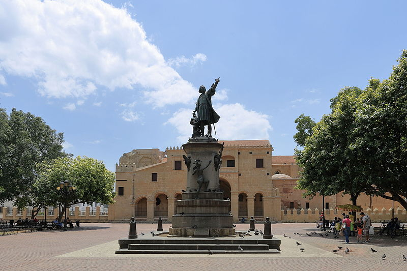 File:Santo Domingo - Catedral Santa Maria La Menor and Statue of Christopher Columbus.JPG