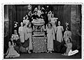 Scena finale spettacolo Le Sante di Lovere filodrammatica femminile oratorio di San Fruttuoso 1951.jpg