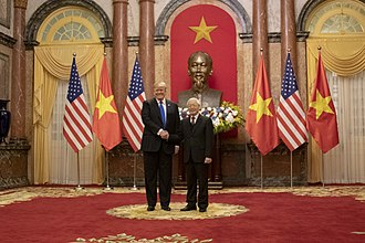 Nguyễn Phú Trọng - President Donald Trump and Nguyễn Phú Trọng in front of a statue of Vietnamese revolutionary leader Ho Chi Minh, 27 February 2019