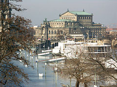 Semperoper-flood-2005-03-22.jpg