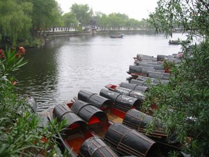 Shaoxing - Boats in Donghu (east lake), a lake in Shaoxing