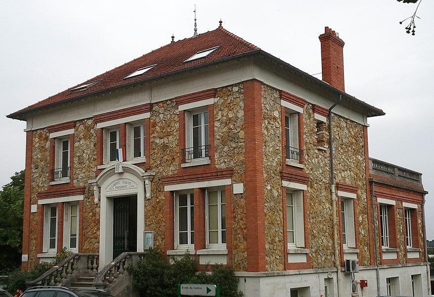 Siège de la CA2RS dans l'ancienne mairie de Carrières-sous-Poissy