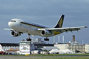 English: Singapore Airlines Airbus A300B4-203