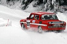 Škoda 120 S Rally del 1974 impegnata in una gara per vetture storiche Hokksund