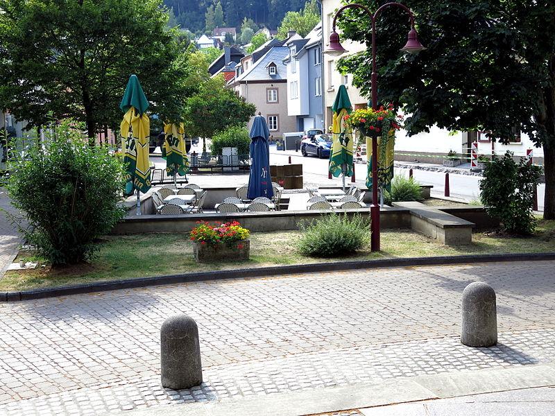 D'Plaz vrun der Kierch zu Steesel.