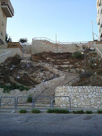 Har Nof - Steps in Har Nof