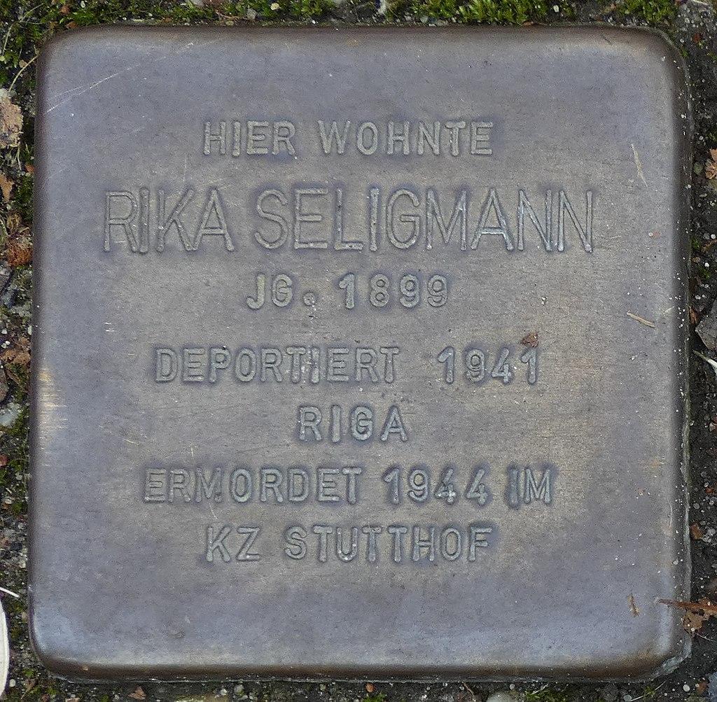 Stolperstein Hauptstrasse 22 legden Rika Seligmann.jpg