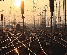 Vista dei numerosi deviatoi della stazione centrale di Francoforte